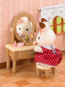 girl's dressing table